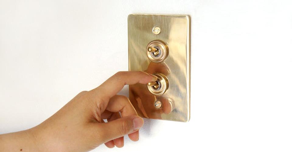 真鍮のプレートタイプトグルスイッチ