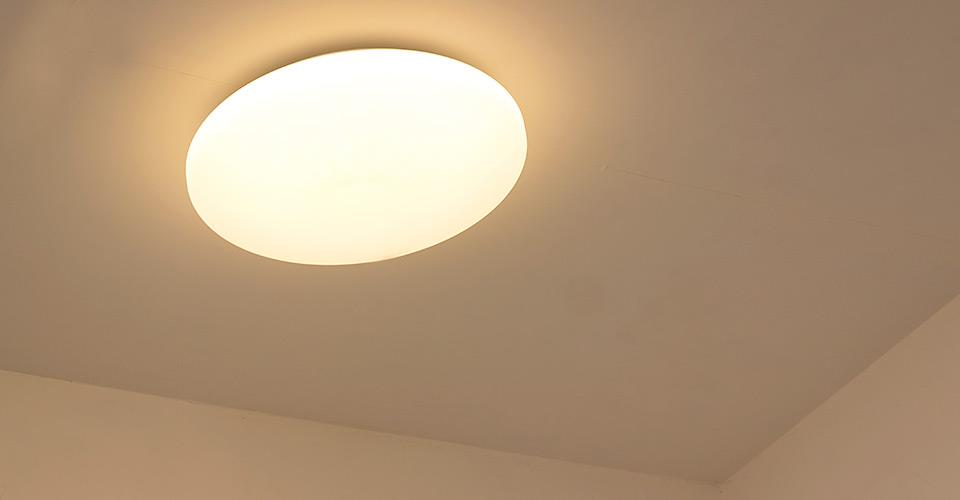 天井直付けのシーリングライト