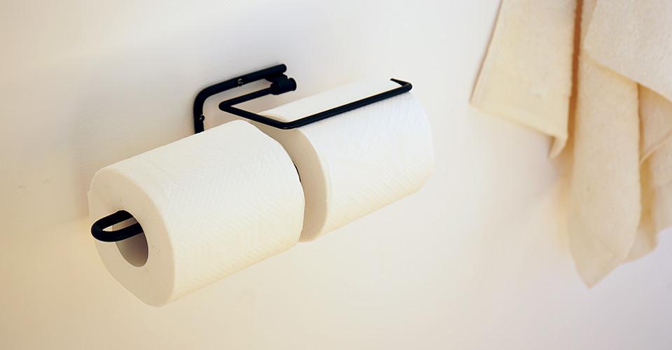 アイアンの紙押さえ付きトイレットペーパーホルダー